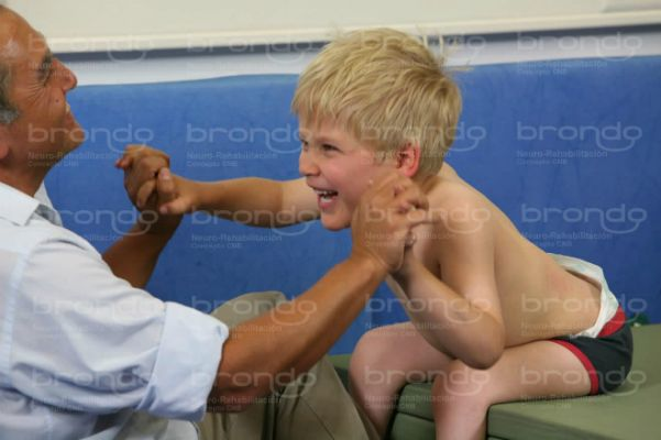 Estrategia neurokinésica en un niño con paraparesia fláccida secuela de mielomeningocele